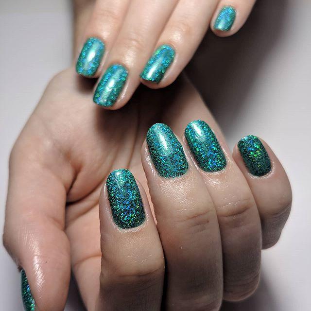 Green Goddess Ariel Working Her Magic 💚