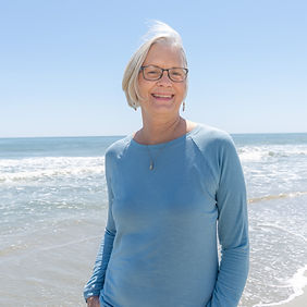 Lorie's Beach Headshots (7 of 8).jpg
