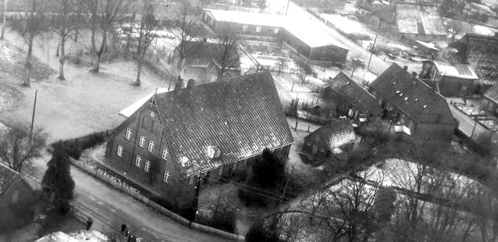 Luftaufnahme der alten Schule