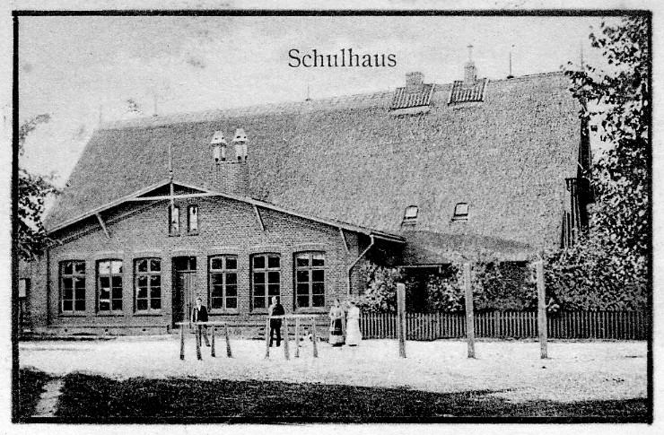 Das Schulgebäude von 1873 um 1900