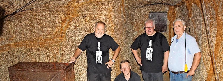 Team im Bergwerk