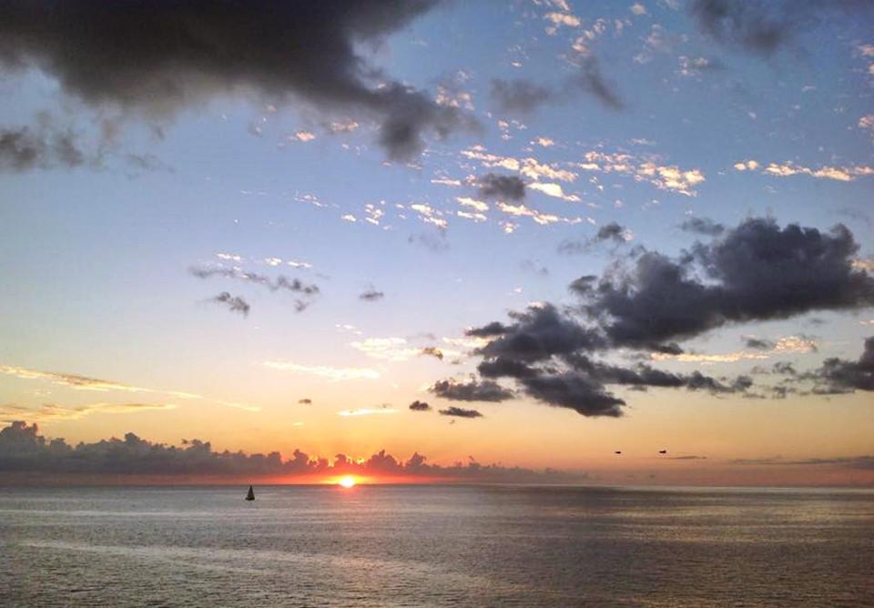 Un coucher de soleil à Blue Haven Villas