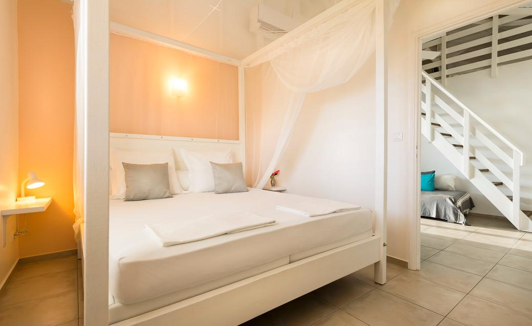 Les lits kingsize 180 x 200 des villas Blue Haven 1 & 2
