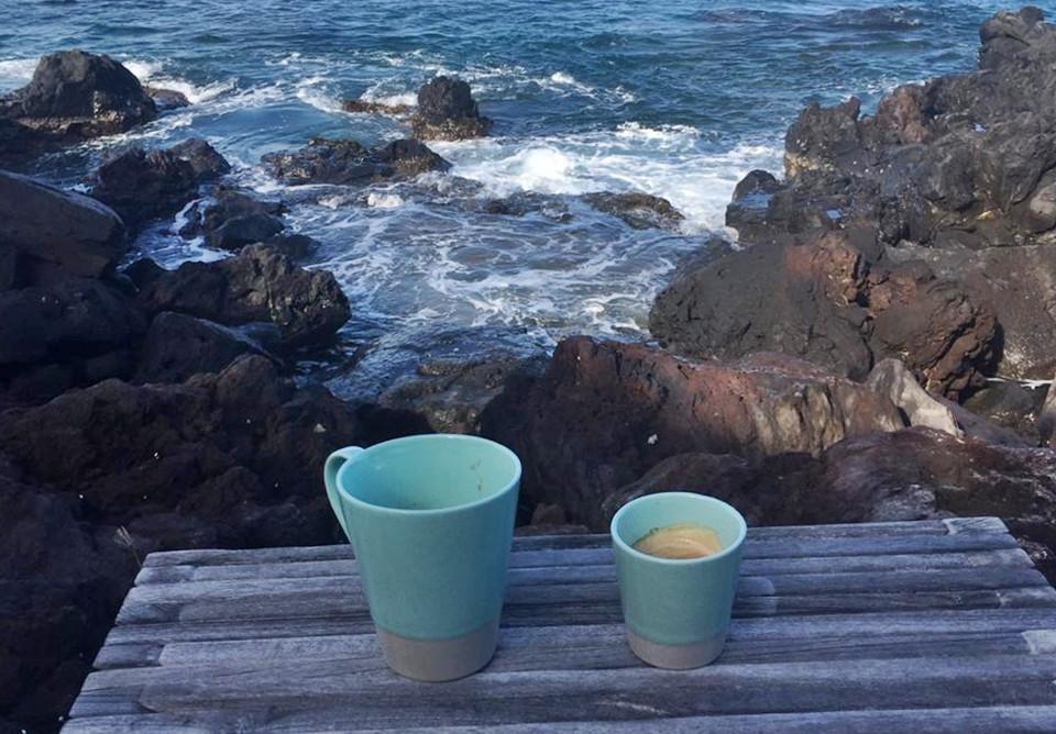 Café du matin en bord de mer