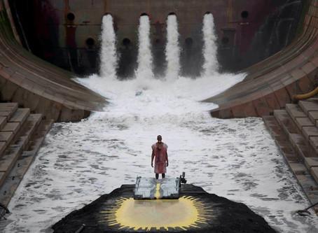 マシュー・バーニー & ジョナサン・べプラー 6時間の映像オペラ『RIVER OF FUNDAMENT』日本初公開 特別2017年