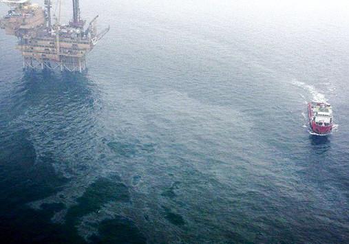 2013年渤海蓬莱19-3油田溢油事故