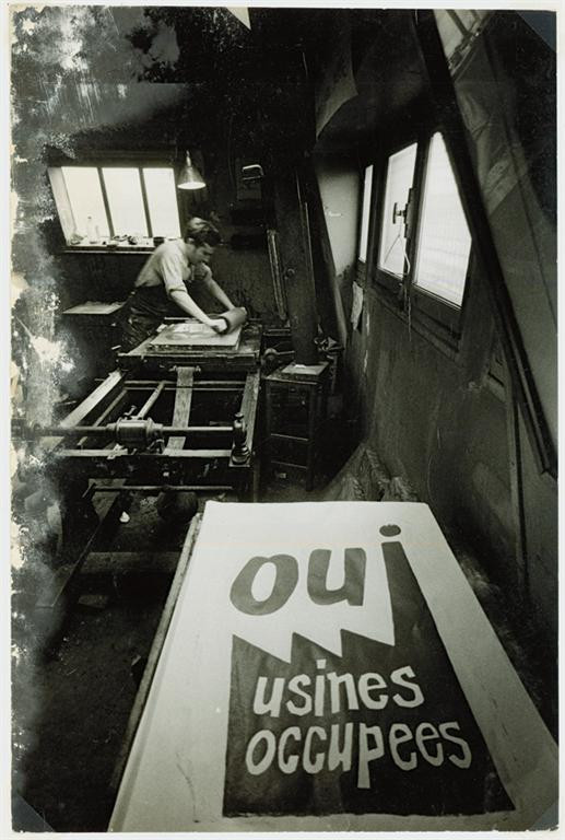 Silk screening at the Atelier Populaire, May 1968, photographed by Philippe Vermès.