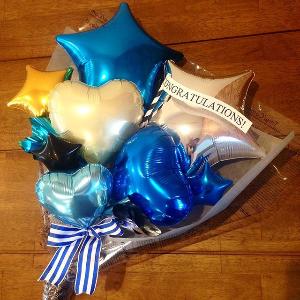 男性へのプレゼントに人気のバルーン花束ブルー