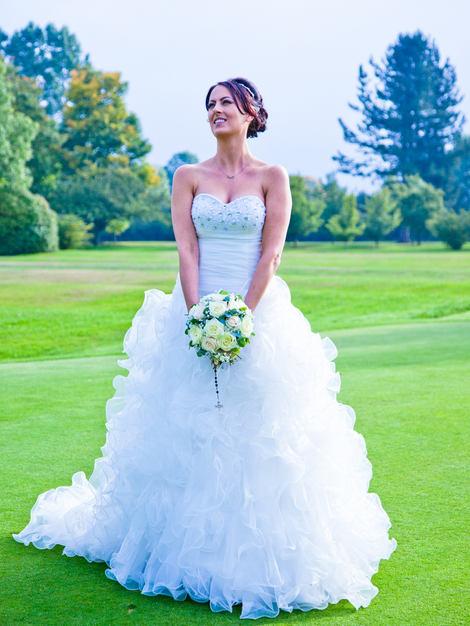 Bride pose at Eaglescliffe Golf Clube