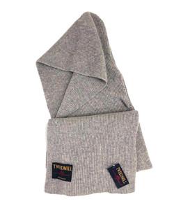 ツイードミルの防寒性のあるニットのフードマフラーをを輸入してショップに販売