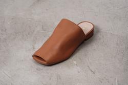 REMME(レメ) のメタリックな靴を輸入して販売