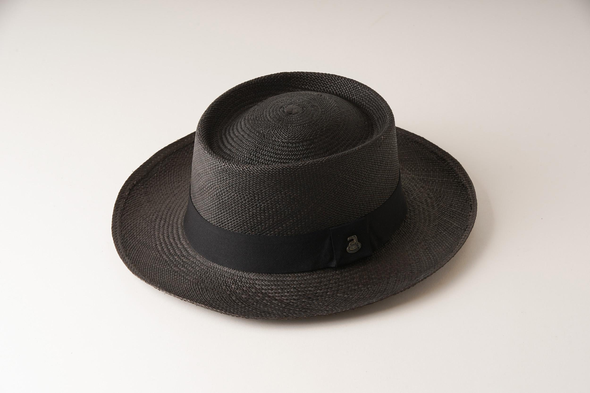 エクアアンディーノのブラックの帽子
