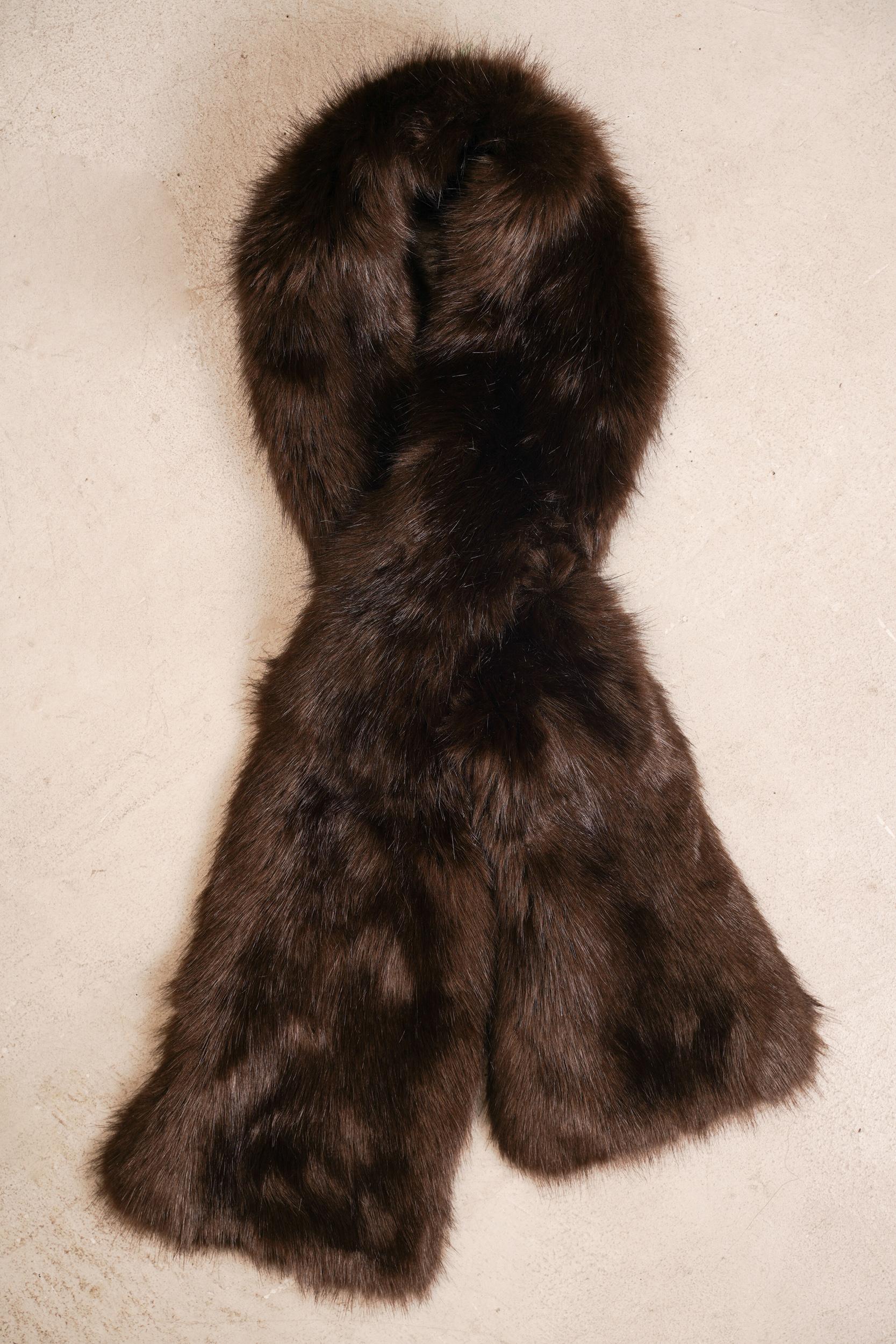 helen moore(ヘレンムーア)の毛足の長いフェイクファーのマフラー