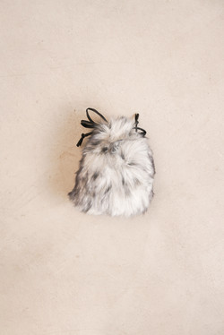 HELEN MOORE/ヘレンムーアの巾着バッグは仕入れ可能