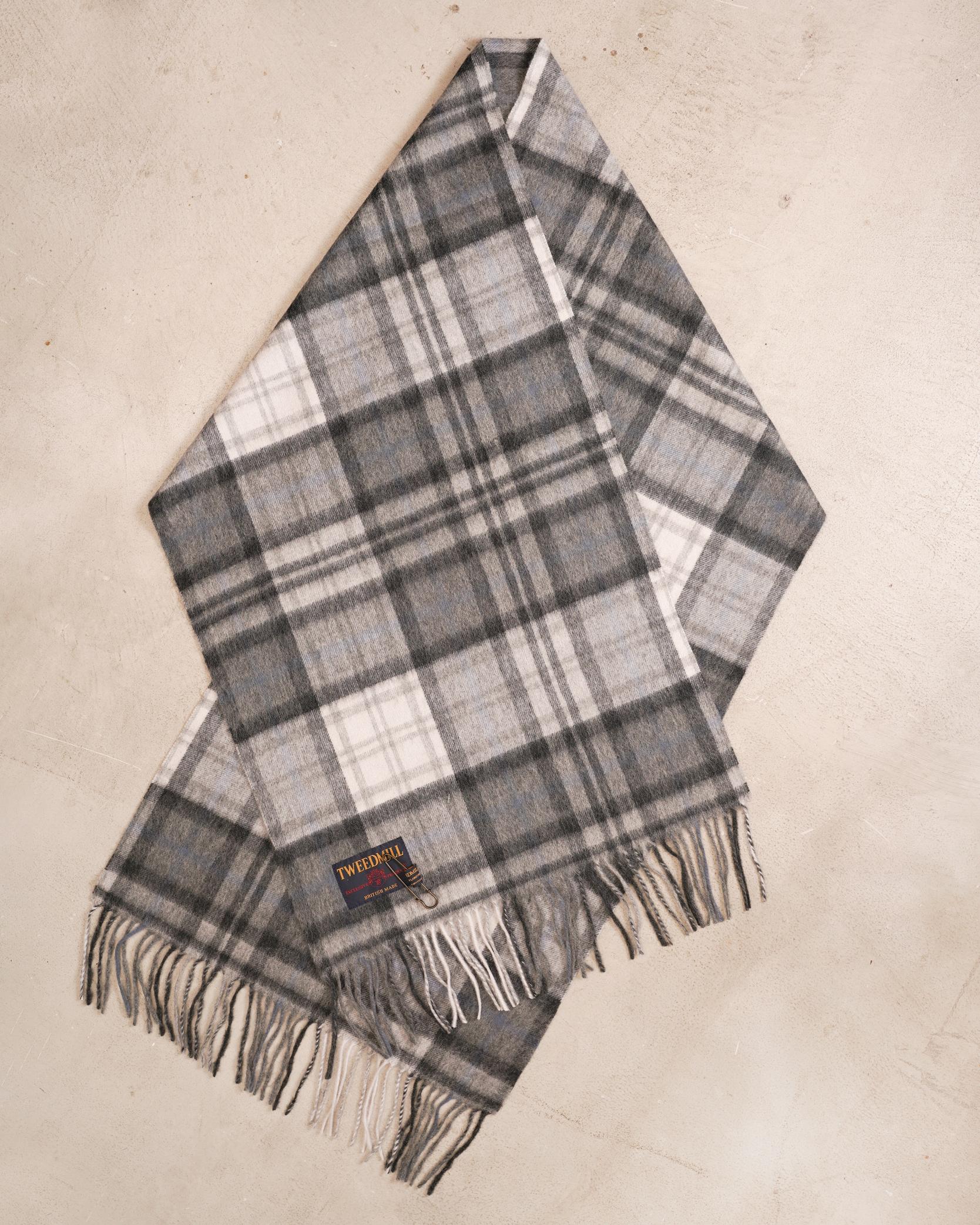 ツイードミルのマフラーは冬の着こなしにおすすめ