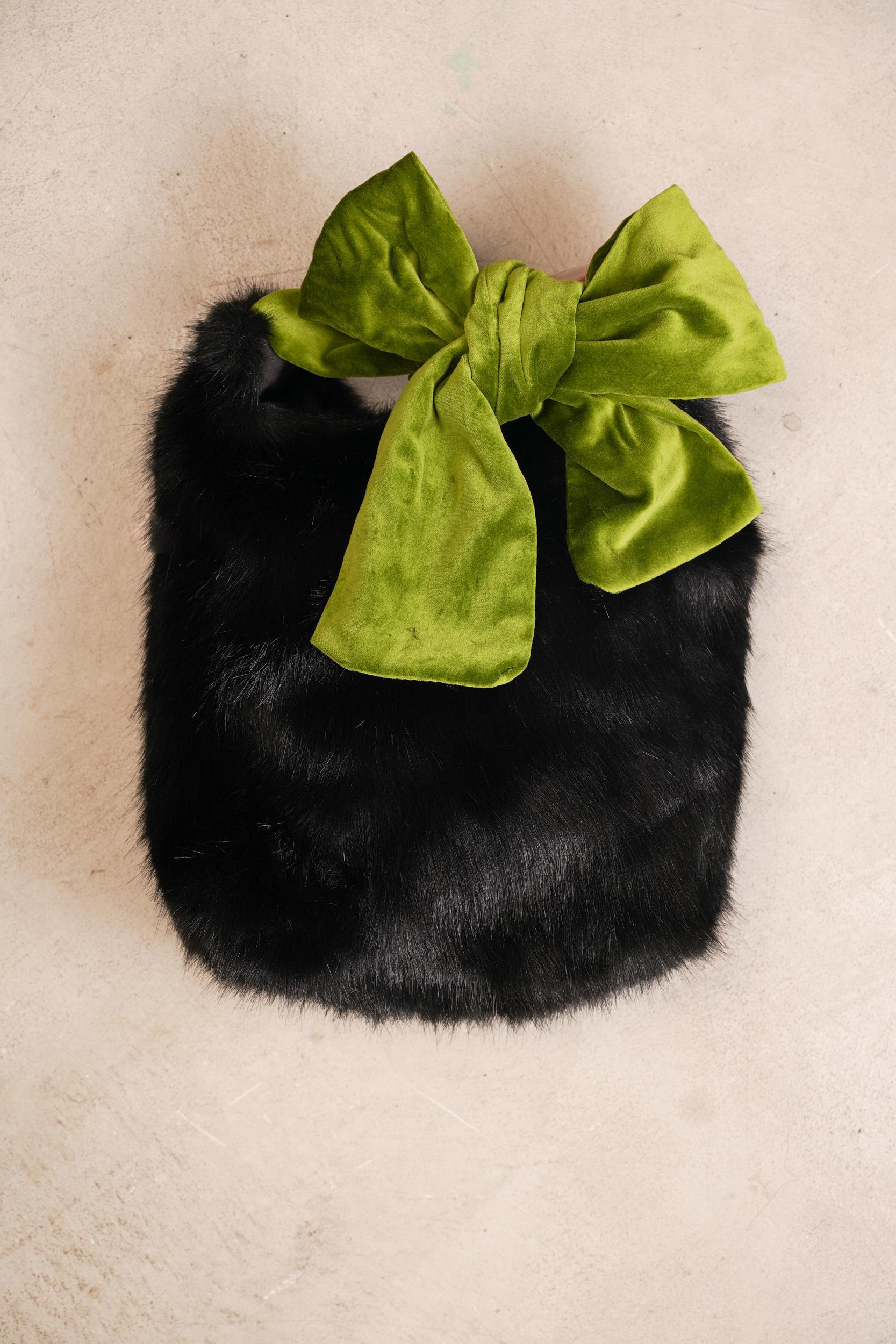 フェイクファーファッションブランドのhelen moore(ヘレンムーア)の商品を輸入