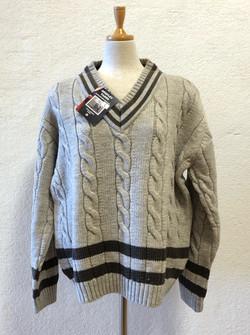 重ね着もおすすめのチルデンセーターはスタッフが輸入してショップに販売