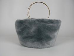 HELEN MOORE/ヘレン・ムーアのラグジュアリー感のあるバッグ