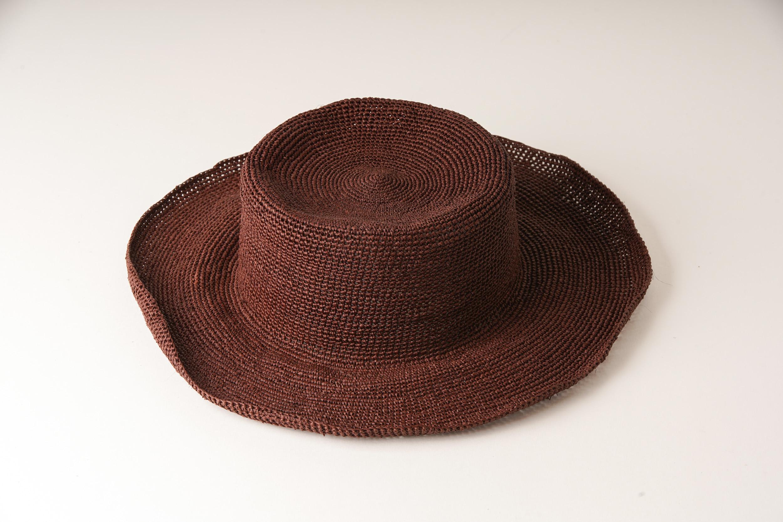 エクアアンディーノの帽子を営業が輸入してショップに販売