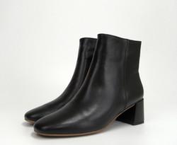 REMME レメのミドル丈のブーツの卸と販売