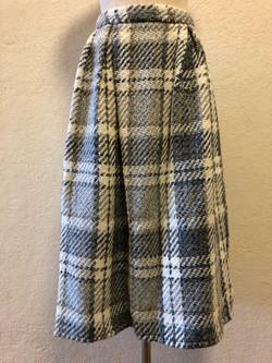 ジョンブラニガンのスカートをスタッフが輸入してショップに販売