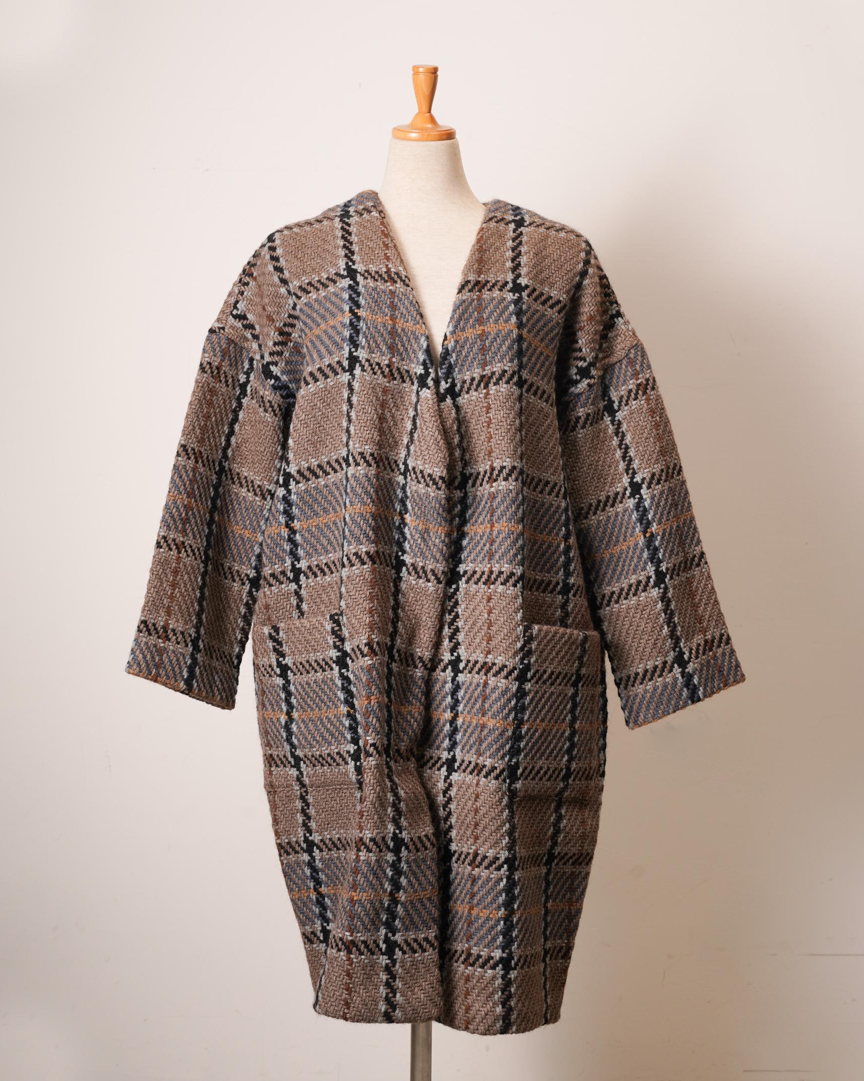 johnbranigan(ジョンブラニガン)のオーバーサイズのコート。トルソー着用