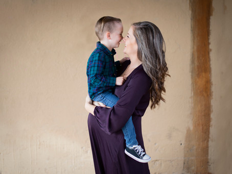 8 Milestones to Photograph from Bump to Baby