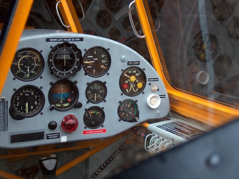 Zlin 526 F cockpit