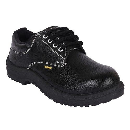 Safety Shoes used for Industrial and Petrol Pump