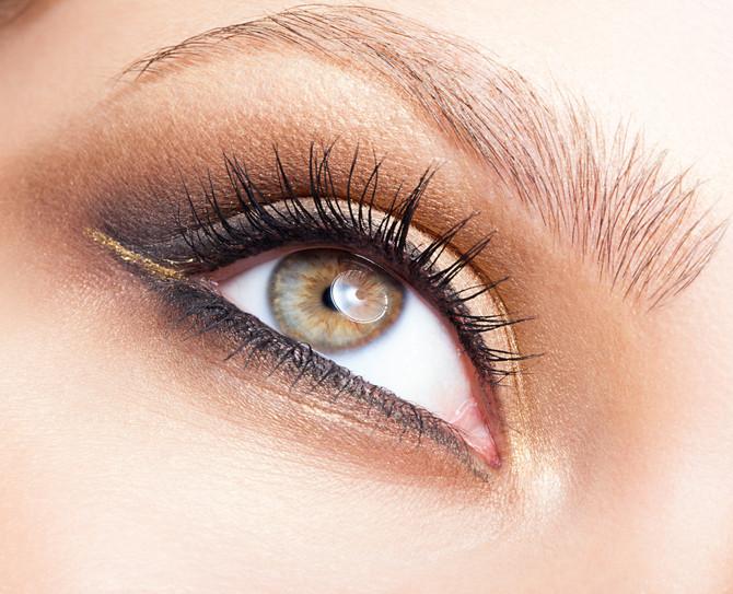 Strahlender Augenaufschlag mit LashLifting