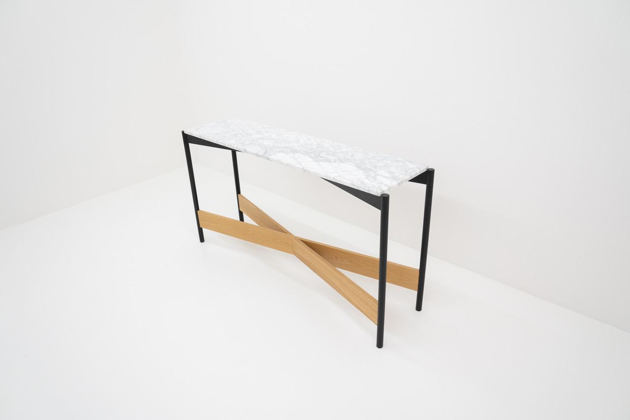 Alexander Conci hall table