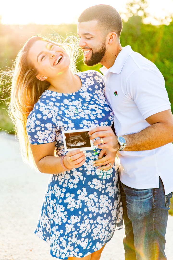 Pregnancy Announcement Photos | Field Lo