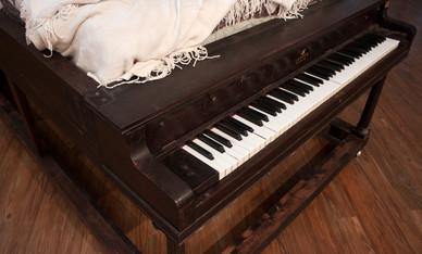 Lester Brand Sleep and Play