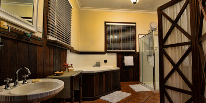 oak-tree-barn-bathroom.jpg