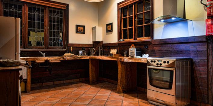 oak-tree-barn-kitchen.jpg