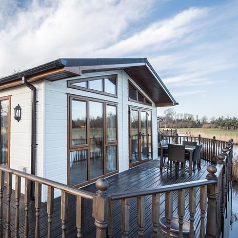 Augusta Lodge - stunning views inside an