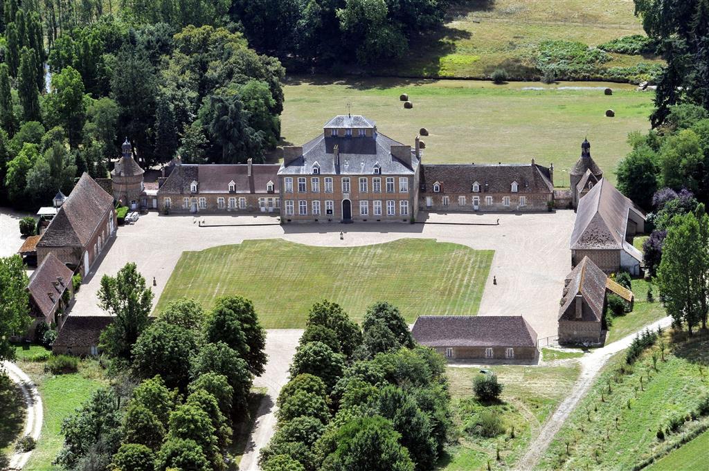 Un Domaine exceptionnel au cœur de la France Contact 07 88 75 70 77