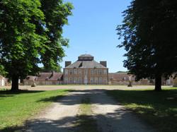 Un magnifique Château dans l ' Allier Contact 07 88 75 70 77