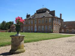Une propriété classé monument historique au cœur de la France Contact 07 88 75 70 77