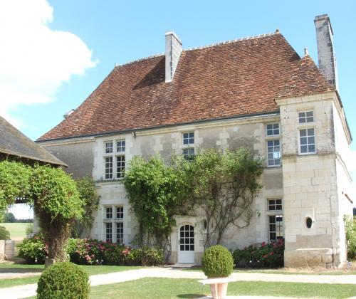 Une belle demeure en Val de Loire entièrement rénové Contact 07 88 75 70 77