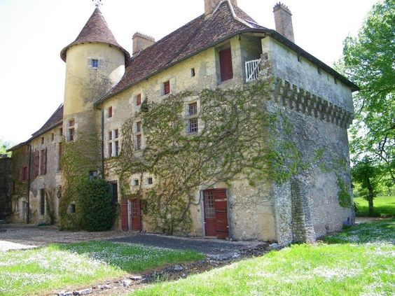 Une Seigneurie du XIII éme siècle en Dordogne  Contact 07 88 75 70 77