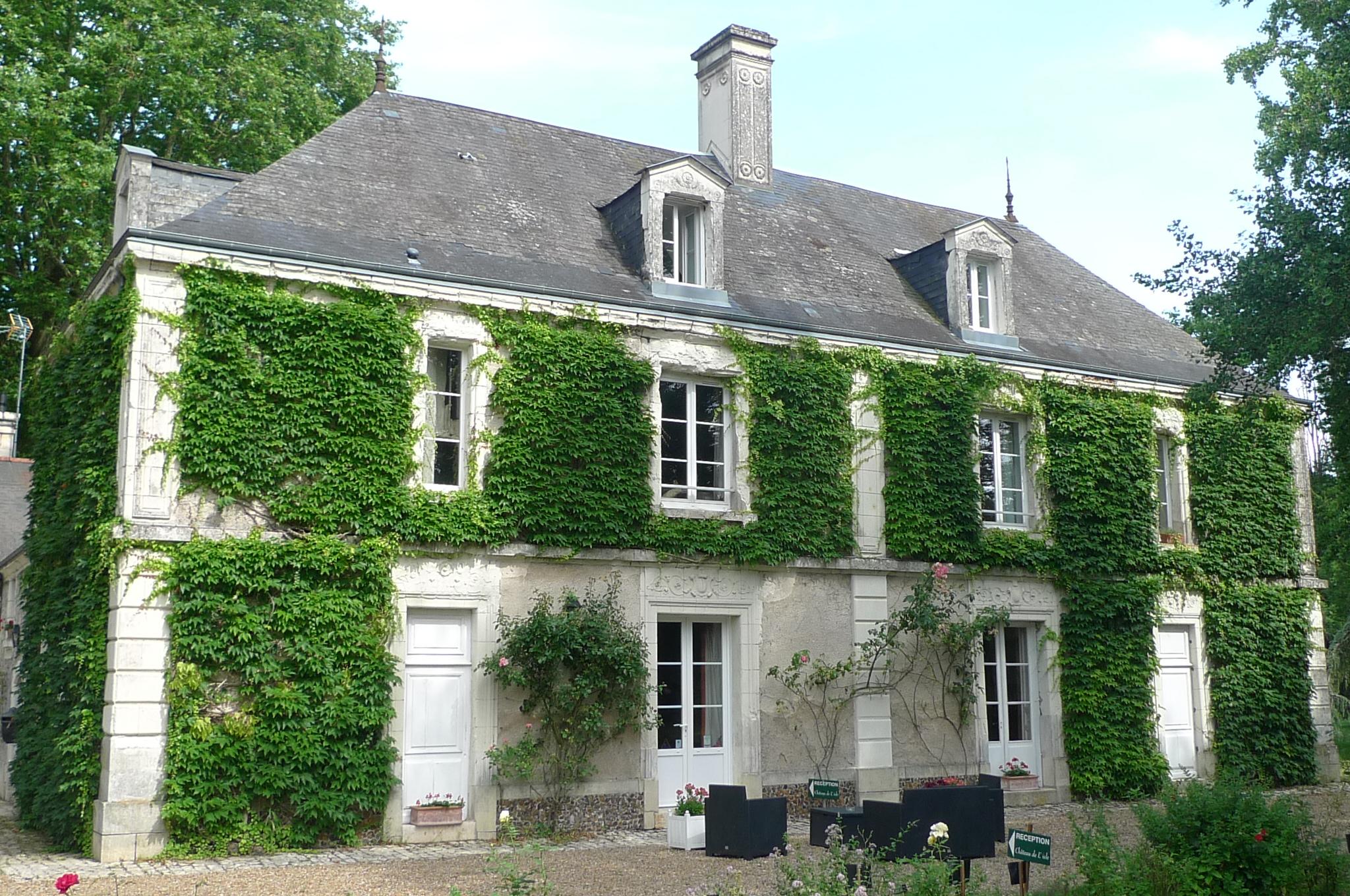 Une belle demeure de caractère en Touraine Contact 07 88 75 70 77