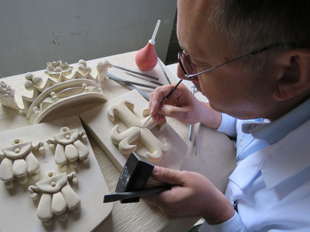 Patrick Kalita sculpteur sur pierre héraldique
