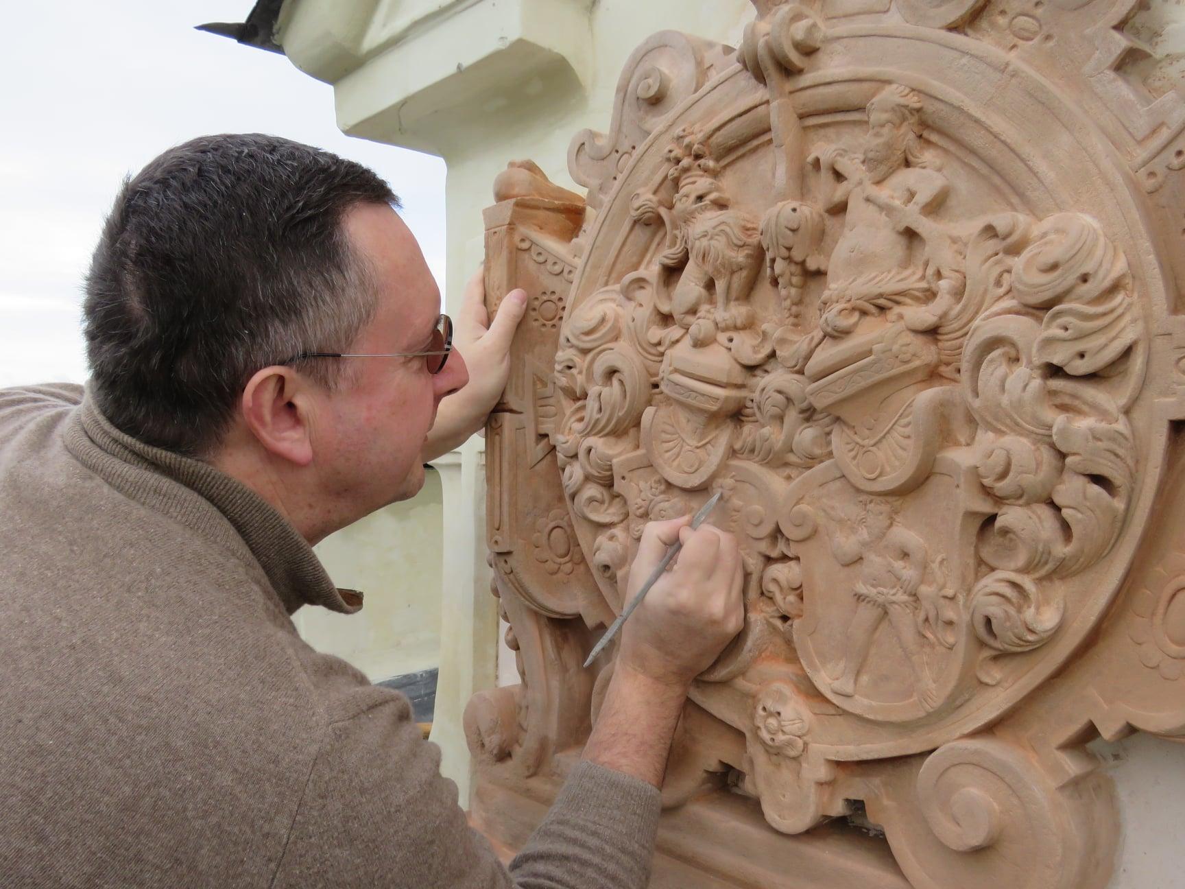 création de blason sculpture de blason Patrick Kalita sculpteur héraldique armoiries blason patrick