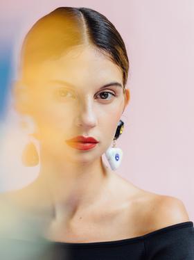 portrait-pink-earrings.png