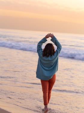 girl-beach-pink-sunset.png