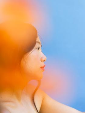 Portrait-girl-blue-orange.png