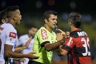 Interferência tecnológica no futebol: avanço ou atraso?