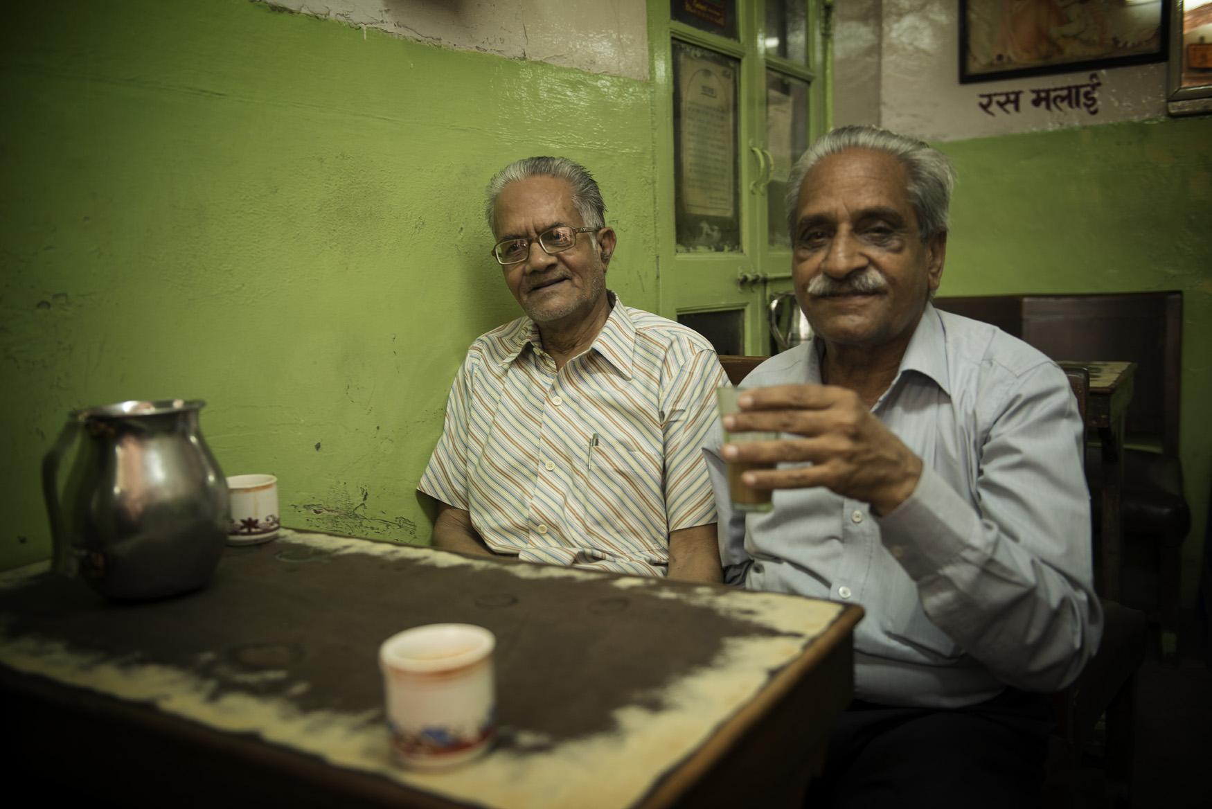Anziani al bar