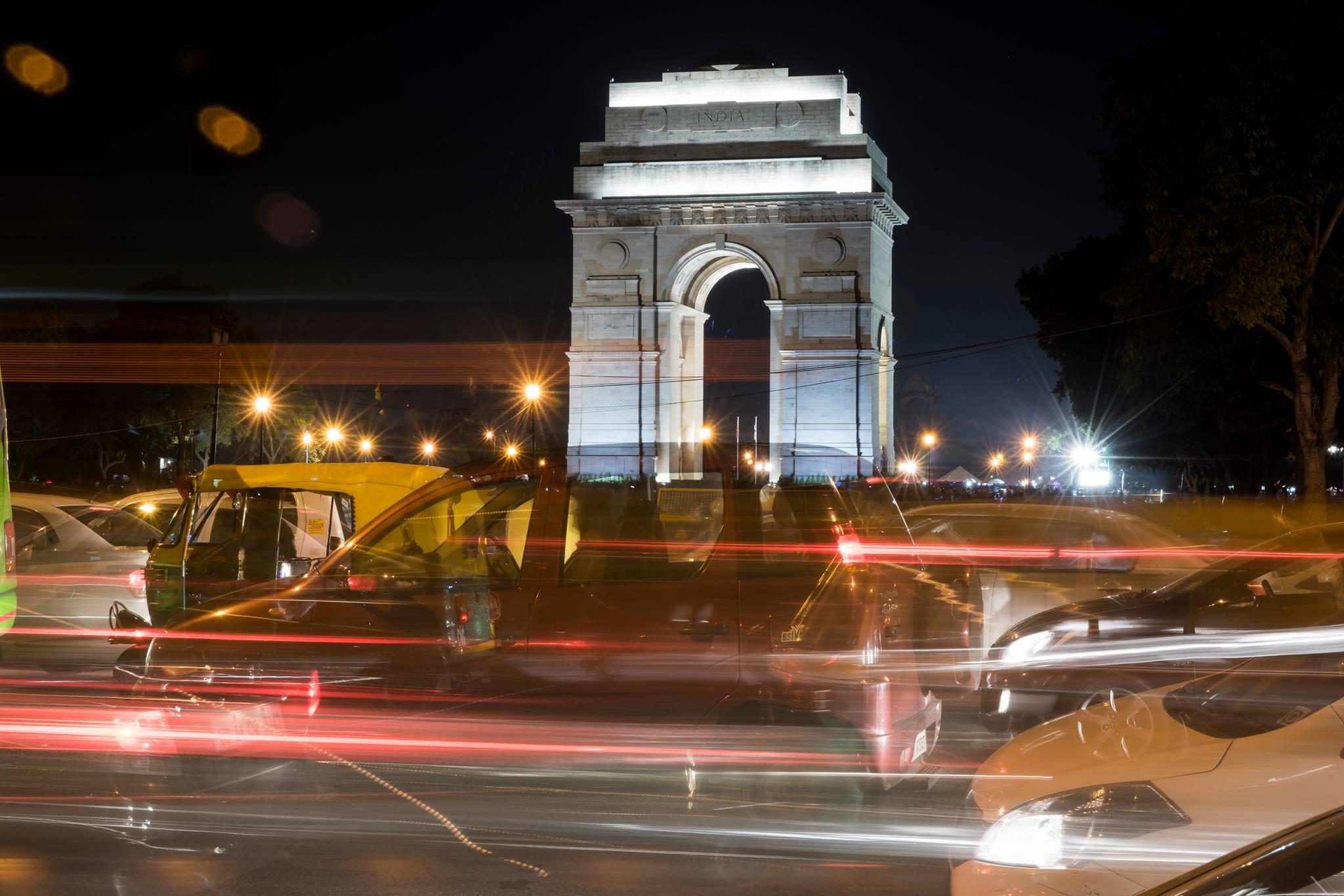 L'India Gate sul traffico serale